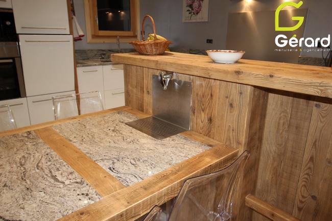 Intégration d'une fontaine à eau dans la table (Fabrication granit : Granit Demange La Bresse)