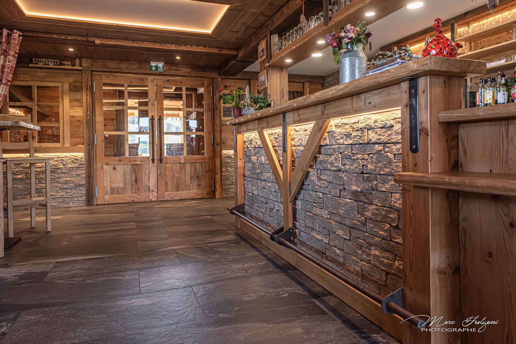 Bar Exterieur En Pierre bar en vieux bois et pierre - menuiserie & agencement gérard