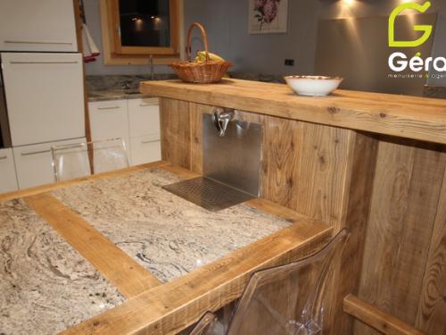 Table en vieux bois et granit.png