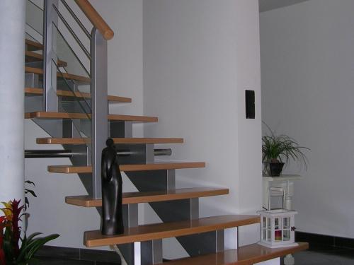 Escalier bois et gris.jpg