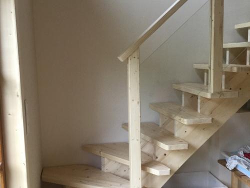 Escalier sapin.jpg