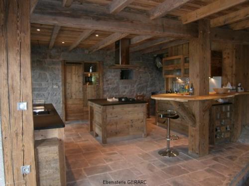 CR003-Cuisine vieux bois et granit