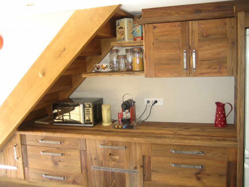 Cuisine vieux bois sous escalier.jpg