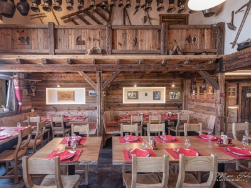 Salle-de-ferme-auberge-en-vieux-bois2.jpg