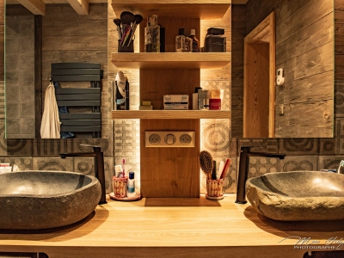 Salle-de-bain-en-chêne et pierre2.jpg