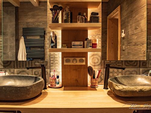 Salle de bain en chêne et pierre2.jpg