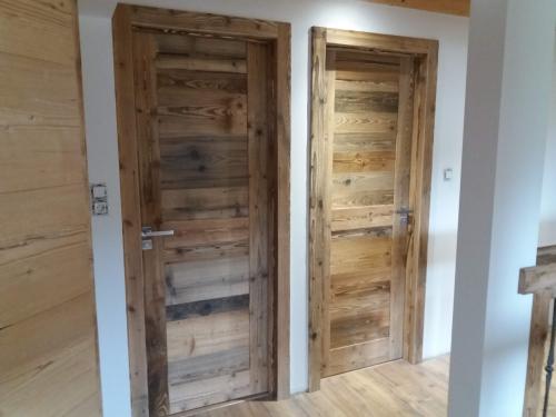 Porte intérieure en vieux bois.jpg