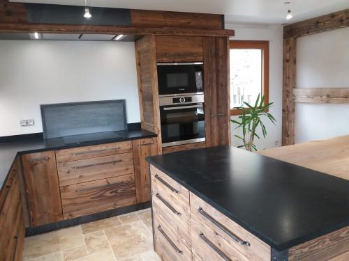 CC029-Cuisine vieux bois poignée fer