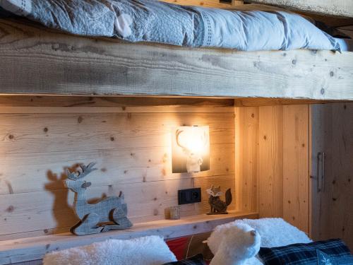 Chambre avec lit suspendu3.jpg