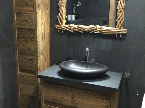 Meuble de vasque vieux bois et noir.jpg
