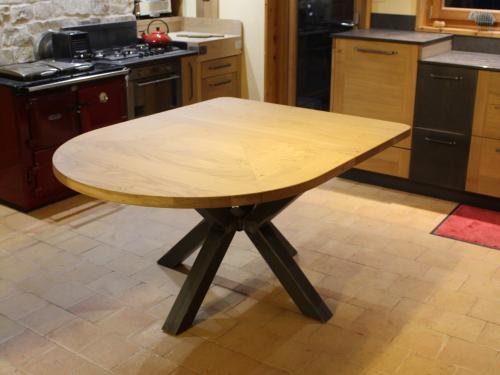 TA020- Table pied en croix, plateau arrondi