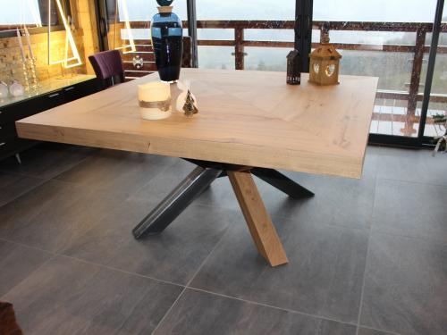 TA021- Table 8 personnes pied croix bicolore