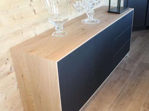 ME018- Meuble façades noires et entourage bois
