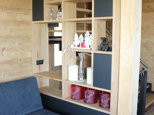ME020- Bibliothèque casiers bois et cubes en panneau noir