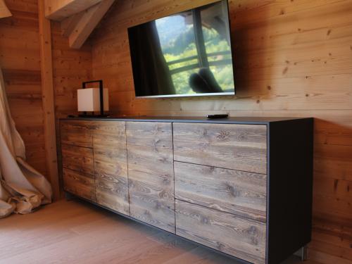 ME021-Meuble vieux bois entourage noir