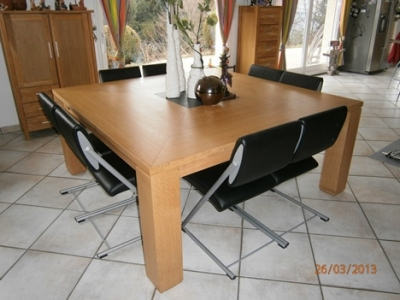 TA024- Table carrée 8 personnes
