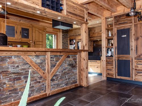 Cuisine vieux bois et pierre