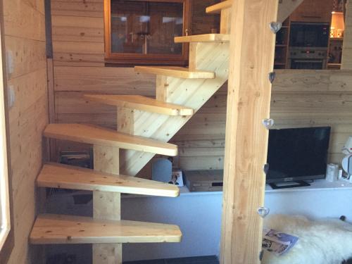 Escalier tournant en sapin