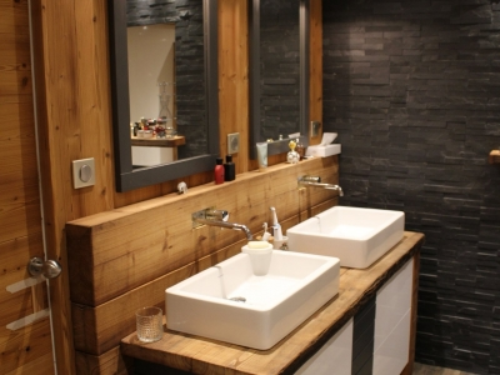 Salle de bain bois, noire et blanche1.jpg