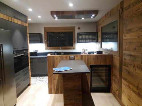 CC040-Cuisine vieux bois et céramique