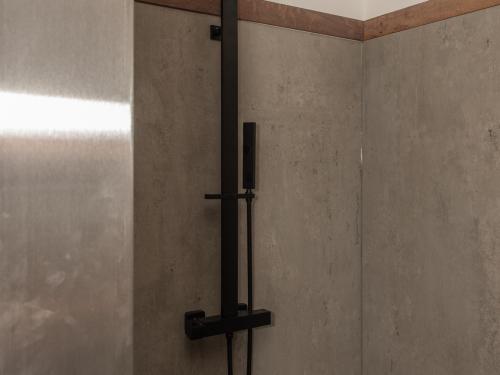 SB048- Douche en céramique colonne noire