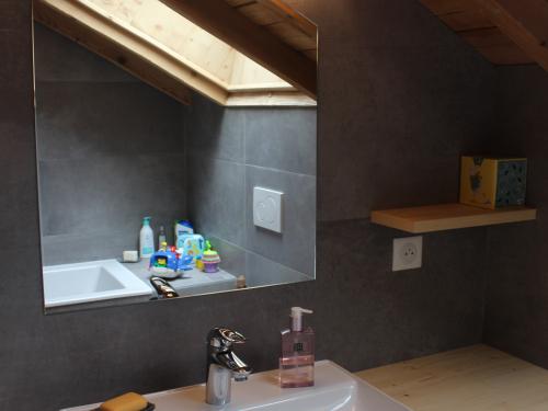 SB050- Meuble de vasque sous pente