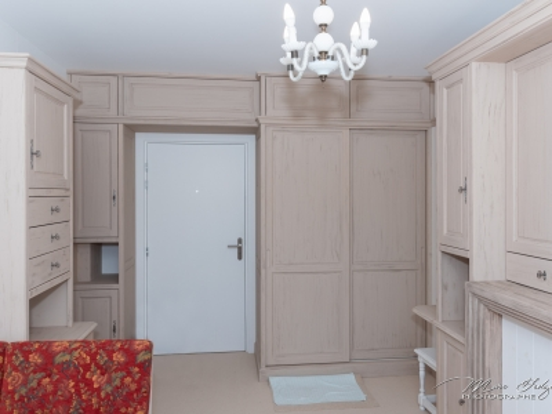 ME028-Agencement intérieur de séjour en sapin teinté